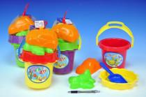 Sada na písek - kbelík, sítko, lopatka, 2 bábovky plast v síťce 18m+ - mix barev