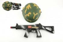 Vojenská sada samopal 31cm na zotrvačník iskriace + helma / prilba