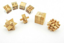 Hlavolam dřevo 7cm v plastové krabičce - mix variant či barev