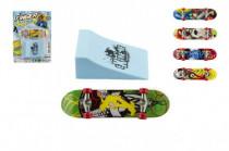 Skateboard prstový s rampou plast 10cm - mix variantov či farieb